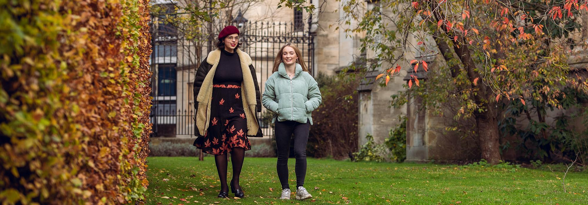Students in the Chapel garden, 2019 - Photo: © John Cairns - www.johncairns.co.uk