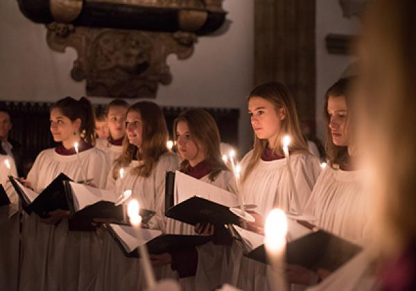 A candlelit service in Merton College Chapel - Photo: © John Cairns - www.johncairns.co.uk
