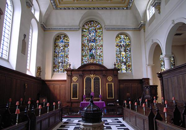 The interior of St Vedast-alias-Foster -  Photo: © Steve Cadman [CC BY-SA 2.0]