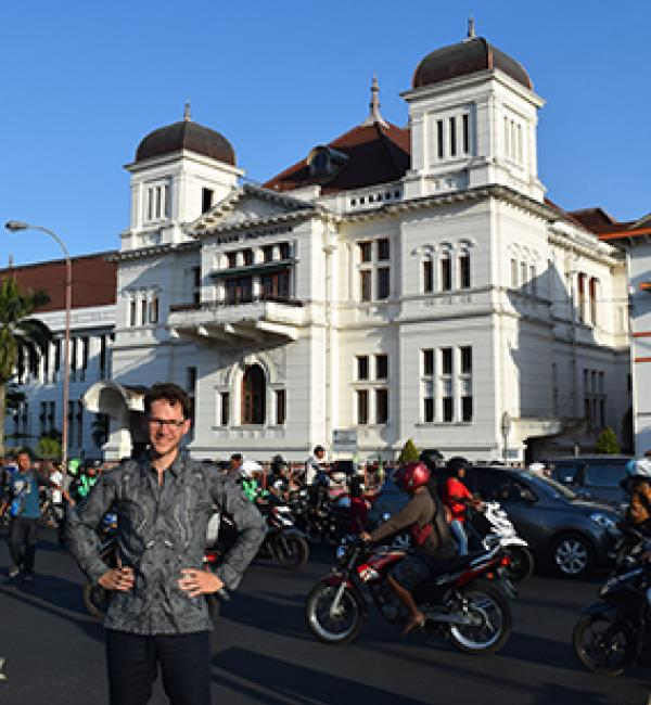 Yuri in front of the old Dutch Javaasche bank building in Yogyakarta - Photo: © Yuri van Nieuwkerk