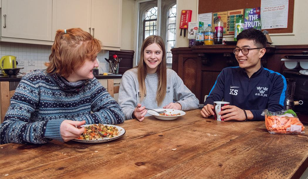 Students in the JCR Kitchen, 2019 - Photo: © John Cairns - www.johncairns.co.uk